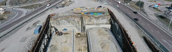 Mellan körfälten i höjd med Heron City och Ikea är nu den sista gjutningen av betongtunnlarna gjorts.